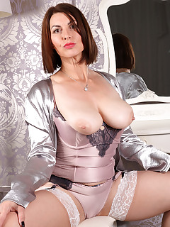 Sexy Mature In Stockings Posing And Fucking