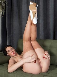 Long Nyloned Legs Pics